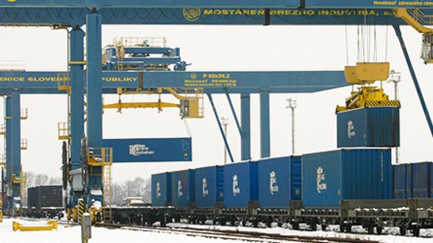 Новый причальный перегружатель из германии введен в эксплуатацию на контейнерном терминале ооо восточная стивидорная